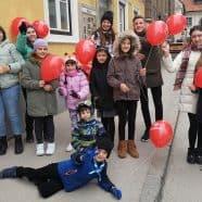Stezosledci so se v Celju pridružili pohod z rdečimi baloni